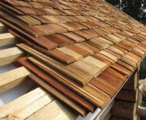 Крыша покрытая дранкой из дерева
