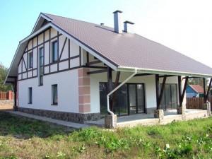 Дом покрытый металлочерепицей