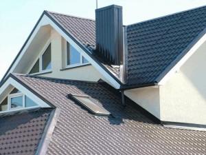 Пример уложенных листов металлочерепицы на крыше