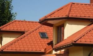 Крыша покрытая металлочерепицей марки Пурал
