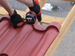 Пример укладки металлочерепицы на крышу