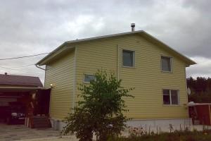 Дом обшитый профнастилом