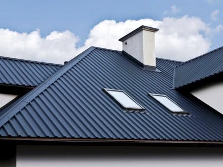 Крыша покрытая профнастилом