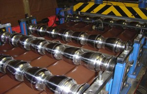 Станок для производства листов металлочерепицы