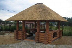 Красивая крыша из соломы