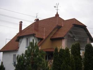 Дом с металлоочерепичной кровлей