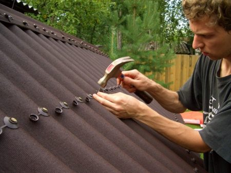 Монтаж ондулина на крышу дома