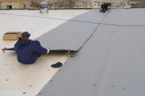 Процесс укладки рулонного покрытия
